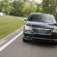 : Chrysler Grand Voyager вид спереди